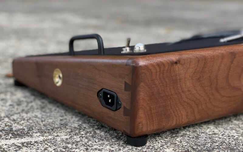 25X14 Golden Walnut Pedalboard - Ready to Ship 1